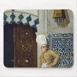 ハーレムのドアの前の宦官 マウスパッド