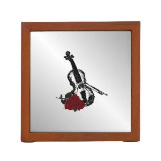 バイオリンおよびバラの銀 ペンスタンド