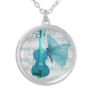バイオリンおよび蝶が付いている美しいネックレス シルバープレートネックレス