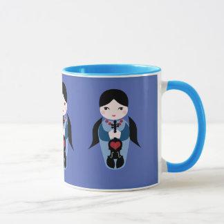 バイオリンのKokeshiの人形のコーヒー・マグ マグカップ