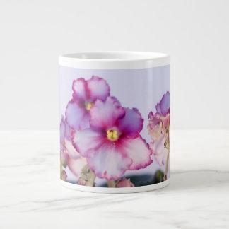 バイオレットによっては20のozのジャンボマグ-ボール--が開花します ジャンボコーヒーマグカップ