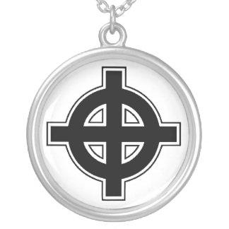 バイキングの十字のネックレス シルバープレートネックレス