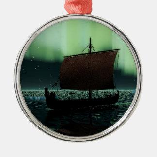バイキングの船およびNorthern Lights シルバーカラー丸型オーナメント
