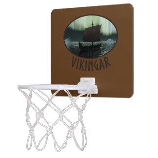 バイキングの船およびNorthern Lights ミニバスケットボールゴール