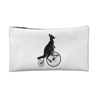 バイクに乗っているカンガルー コスメティックバッグ