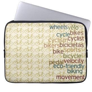 バイクのサイクリングの単語の~パターン ラップトップスリーブ