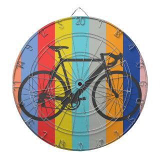 バイクのストライプのな多色刷りの虹 ダーツボード