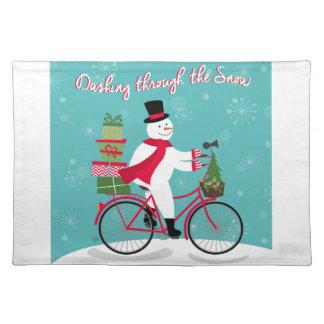 バイクの冬のWhimisicalの雪だるま ランチョンマット