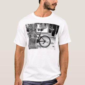 バイクの車輪 Tシャツ