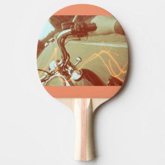 バイクもしくは自転車に乗る人の卓球ラケット、カッコいい 卓球ラケット