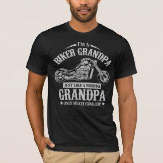 バイクもしくは自転車に乗る人の祖父 Tシャツ