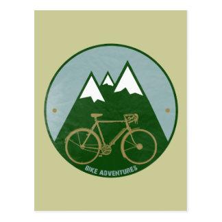 バイクもしくは自転車に乗る人冒険、山 ポストカード