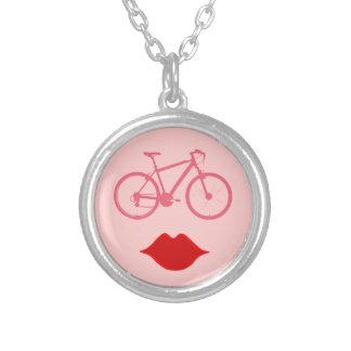 バイクインスパイア女性のバイクの口| シルバープレートネックレス