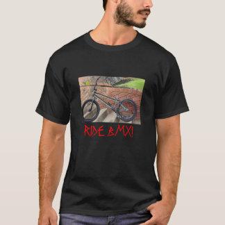 バイク、乗車BMX! Tシャツ