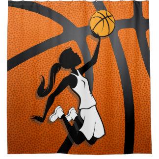 バスケットに飛んでいる女の子のバスケットボール選手 シャワーカーテン