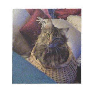 バスケットの美しい虎猫のメインのあらいぐまの子猫猫 ノートパッド