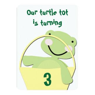 バスケットの誕生日の緑の赤ん坊のカメ 12.7 X 17.8 インビテーションカード