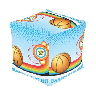 バスケットボールおよび虹のストライプなバスケットボールの花形選手 プーフ