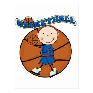 バスケットボールのブルネットの男の子のTシャツおよびギフト ポストカード