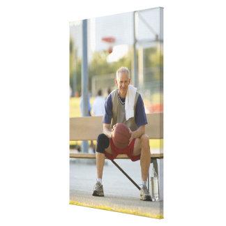 バスケットボールのモデルの成長した人のポートレート キャンバスプリント