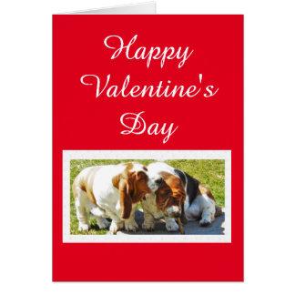 バセットハウンドおよびハートを持つかわいいバレンタイン カード