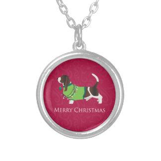 バセットハウンドのメリークリスマスのデザイン シルバープレートネックレス