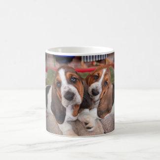 バセットハウンドの子犬のコーヒー・マグ コーヒーマグカップ