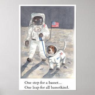 バセットハウンドの月の歩行 ポスター