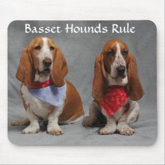 バセットハウンドの規則の身に着けているバンダナのマウスパッド マウスパッド