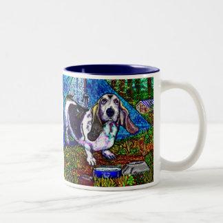 バセット犬のキャンプ ツートーンマグカップ