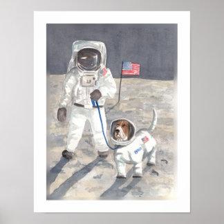 バセット犬の月の歩行 ポスター
