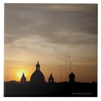 バチカンの屋上上の日没、ローマ、イタリア タイル