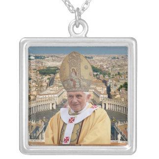 バチカン市国を持つ教皇ベネディクト16世 シルバープレートネックレス