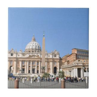 バチカン、ローマ、イタリアのサンピエトロスクエア タイル