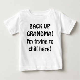 バックアップ祖母! 私はここに冷えることを試みています! ベビーTシャツ
