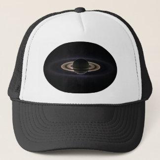 バックライトを当てられる土星 キャップ