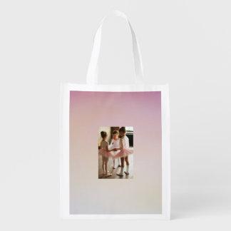 バッグをリサイクルしているピンクの小さいバレリーナ エコバッグ