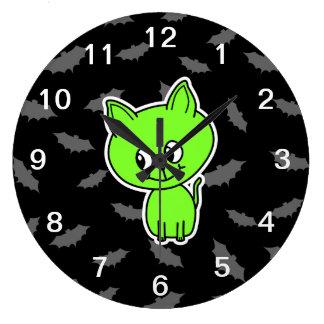 バットを持つかわいく気味悪い緑猫 ラージ壁時計