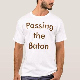 バトンを渡すこと Tシャツ