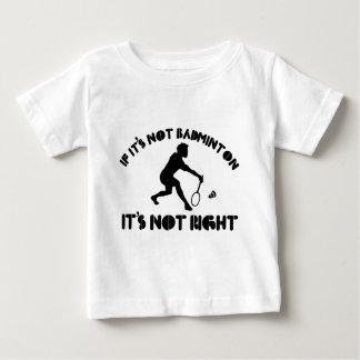バドミントンでなければそれは右ではないです ベビーTシャツ