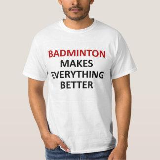 バドミントンはすべてをよりよくさせます Tシャツ