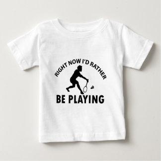 バドミントンを遊ぶこと ベビーTシャツ
