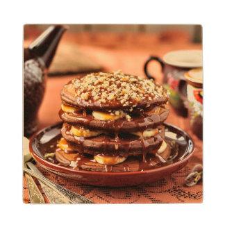 バナナおよびカラメルが付いているチョコレートパンケーキ ウッドコースター