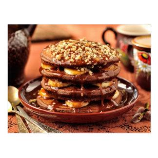 バナナおよびカラメルが付いているチョコレートパンケーキ ポストカード