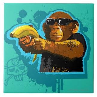 バナナを握っているチンパンジー タイル