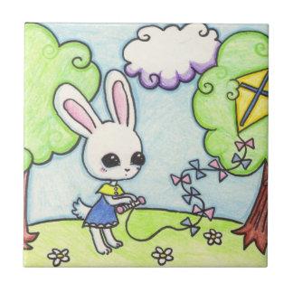 バニーの凧は木で付きます タイル