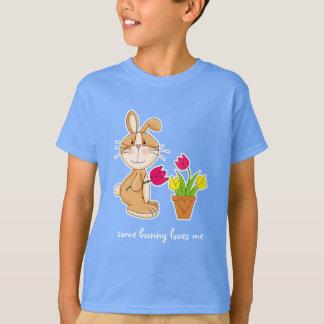 バニーは私を愛します。 イースターギフトの子供のTシャツ Tシャツ