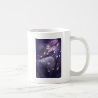 バニーは空に上ります素早く書き留めます コーヒーマグカップ