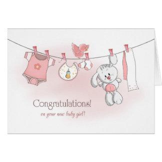 バニーを持つお祝いの女の赤ちゃん カード