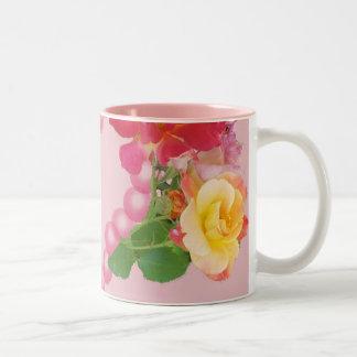 バラおよび真珠および花びらのマグ ツートーンマグカップ